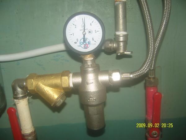 Какое давление в трубах водоснабжения в квартире